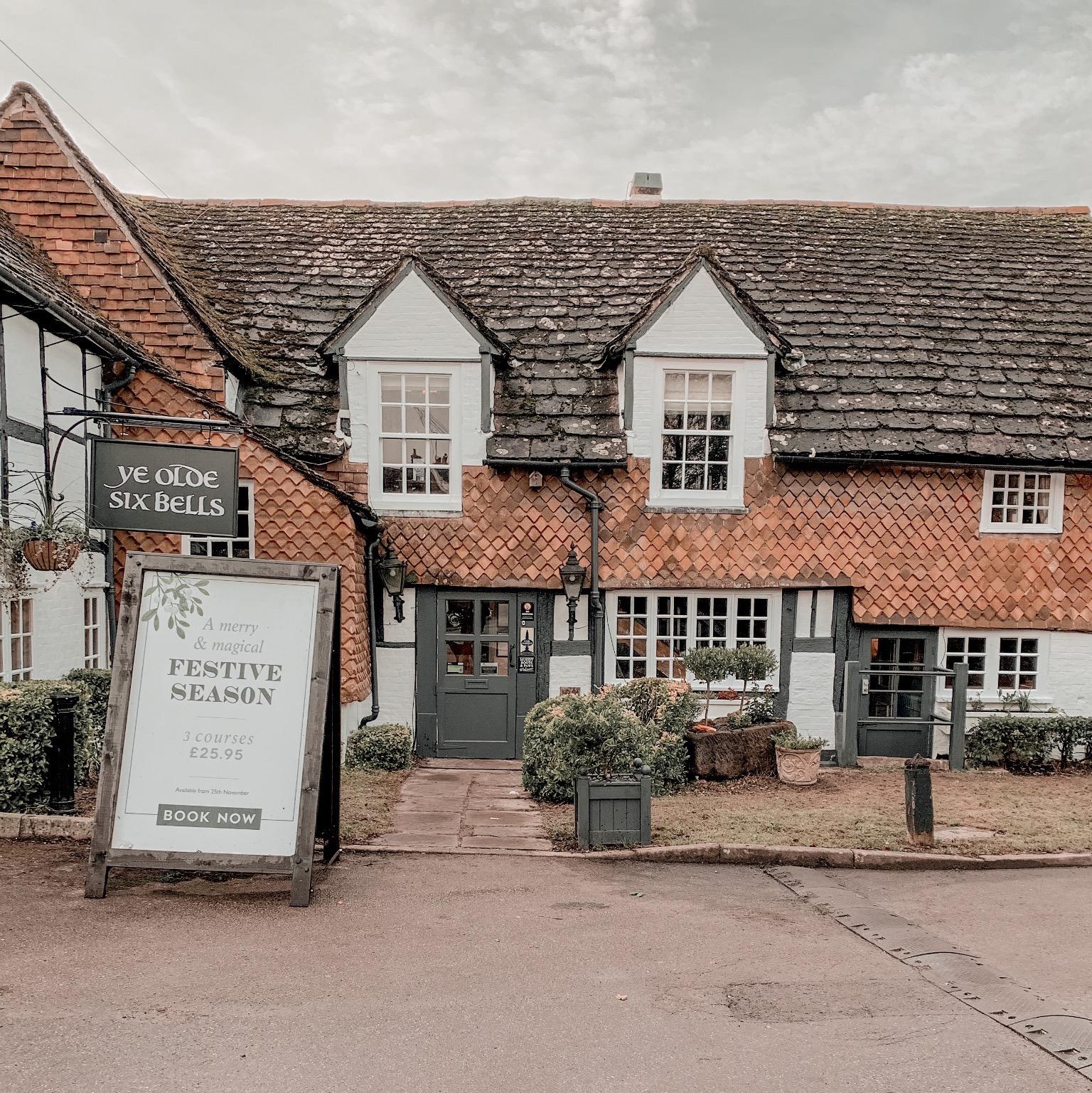 ye old six bells pub entrance
